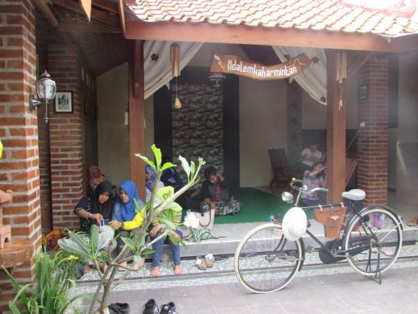 Vila modern ethnik di Jogja