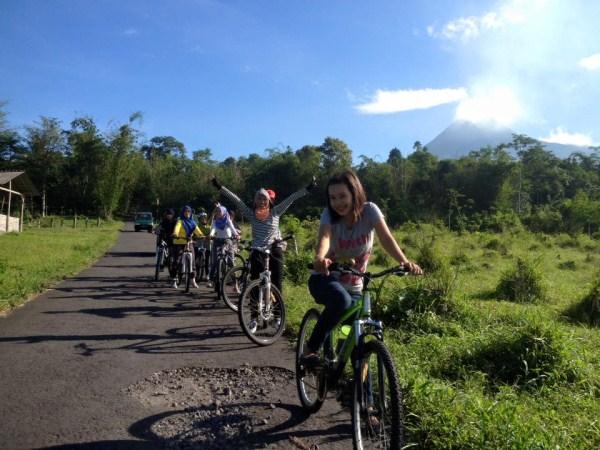 Wisata sepeda di Kaliadem Merapi