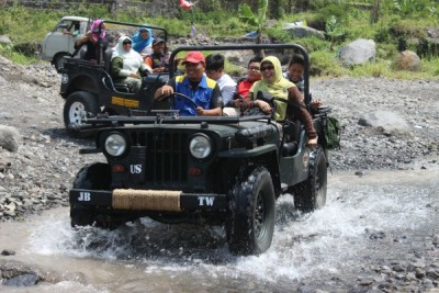 wisata-air-dikali-kuning-dengan-jeep-merapi-lava-tour