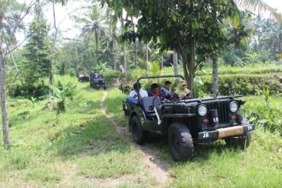 wisata-persawahan-dengan-jeep-merapi-lava-tour