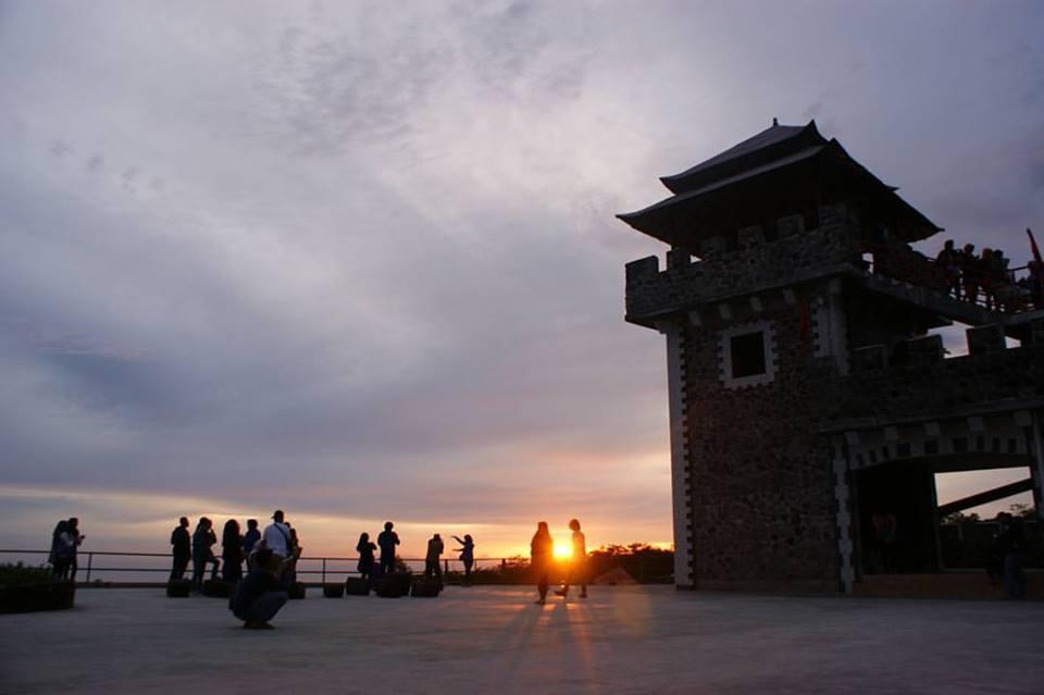 sunset merapi di the lost world castel