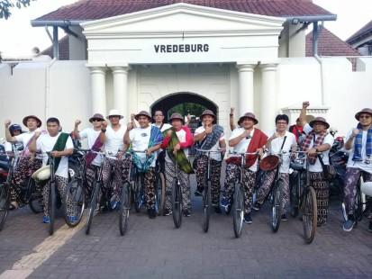 wisata sepeda heritage keliling jogja dengan sepeda kuno