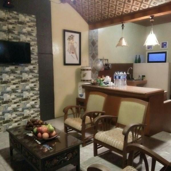 Harga sewa Rumah Harian Sndangsari FamilyHomestay Rp. 1.000.000/ Malam. Untuk detail harga perkamar dan fasiltasnya